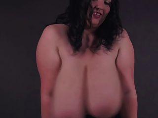रोमानियाई बीबीडब्ल्यू देवी एलिसिया - वर्दी में विशाल स्तन