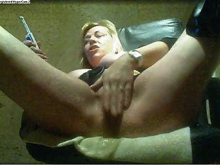 पागलों की तरह एमआईएलए squirts जब वह cums