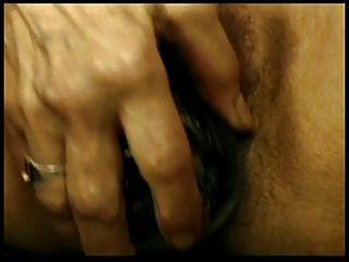 परिपक्व एक dildo का उपयोग लड़की