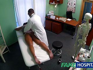 FakeHospital गंदा milf सेक्स की दीवानी चिकित्सक द्वारा गड़बड़ हो जाता है