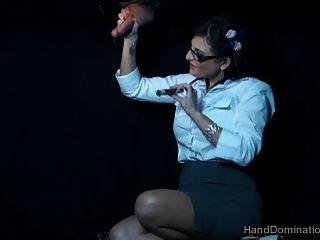 धूम्रपान प्रमुख एमआईएलए द्वारा gloryhole handjob