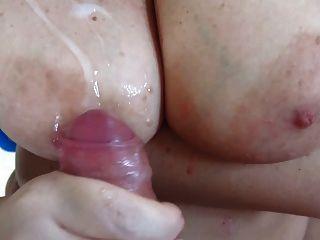 बड़े स्तन पर cumshot शौकिया