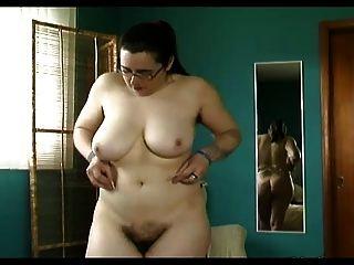 मोटा बालों बिल्ली, बालों गड्ढे, बड़े स्तन अधोवस्त्र पर trys