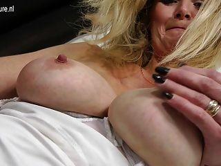 भूख पुराने योनी के साथ गर्म गोरा परिपक्व माँ