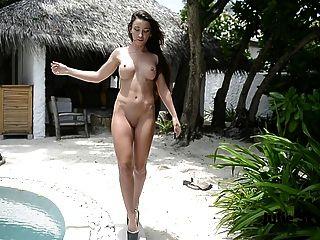 स्तन नग्न दिखा गधे और पैर चरम ऊँची एड़ी चिढ़ा