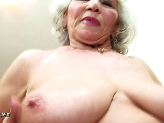 नानी बहुत पुरानी है लेकिन अभी भी गर्म