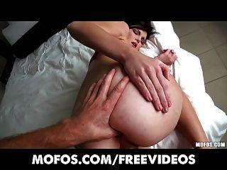 गुदा की कोशिश की सुविधा देता है - प्यारा GF लेसी laveah गुदा सेक्स में बात की है