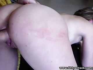 tittyattack स्वाभाविक रूप बेब एक बड़ा के साथ एक अच्छा बकवास हो जाता है