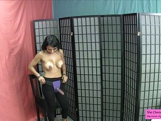 नाच भारतीय hotty डब्ल्यू भारी स्तन अपने गधे जॉय पेगिंग चाहता है