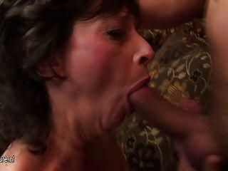 परिपक्व समूह सेक्स पार्टी बुरा चला जाता