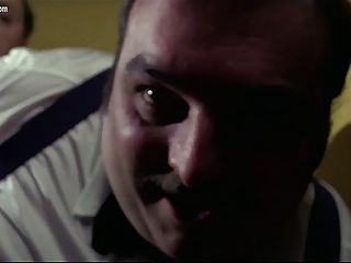 Edwige Fenech - अश्लील दस्ते पर एक पुलिस अधिकारी