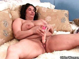 क्या तुमने कभी एक दादी जो अभी भी स्तनपान कराने वाली है देखा है?