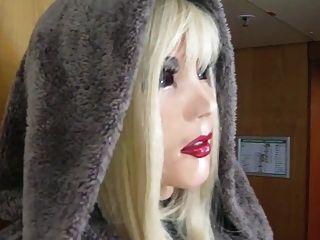 सुंदर गुड़िया लेटेक्स मिया बाहर जाना