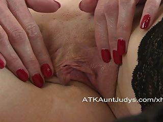 लाल रंग के उसके अंदर एक खिलौना डालता है एक संभोग सुख है।