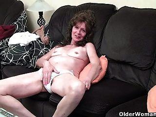 Saggy स्तन उंगली से निर्बल दादी बालों योनी fucks