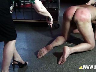 Hamburgs बेहतरीन यातना 2 mistresses द्वारा दंडित