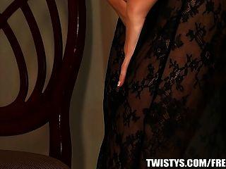 मुश्किल Twistys - प्राकृतिक श्यामला मौज masturbates