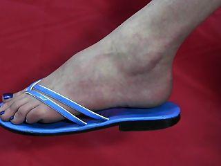 नंगे पैर और जूते