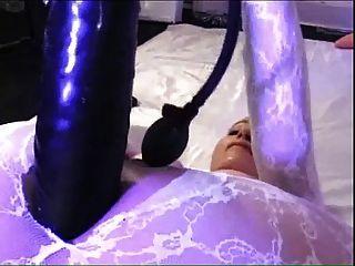Catsuit में बड़ा dildo
