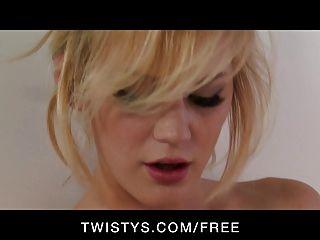 Twistys - उसे dildo के साथ सेक्सी प्राकृतिक टिट गोरा नाटकों