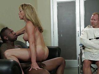 सेक्सी गोरा milf शैला Laveaux विशाल बीबीसी द्वारा गड़बड़ हो जाता है
