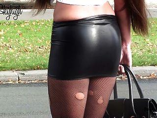 जूली Skyhigh वेश्या हथकड़ी स्पैन्डेक्स स्कर्ट और नग्न पेट