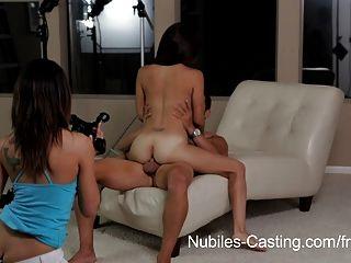 कास्टिंग Nubiles - छोटे लैटिना आकर्षक उसे पहले कट्टर करता है