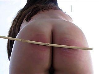 plumper लड़की नग्न बेंत से भरना