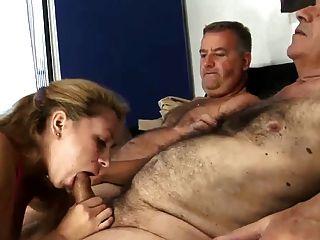 2 पुराने बालों आदमी कमबख्त युवा पत्नी