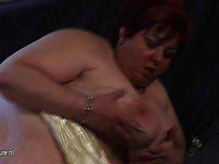 बड़ी माँ malinka खुद को भावुक और सींग का बना हो जाता है