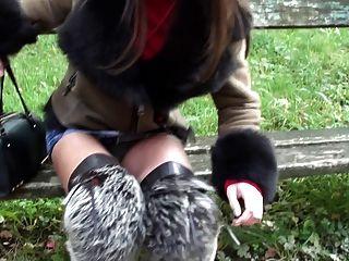 कम से कम microskirt और furfetish overknee जूते और एशियाई महिला