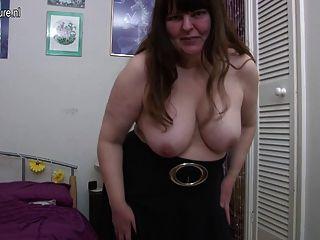 बदसूरत ब्रिटिश परिपक्व औरत खुद के साथ खेल