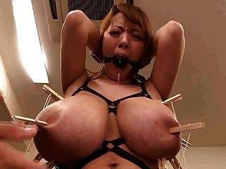 राक्षस बड़े स्तन निपल्स तोड़ी होने के साथ एशियाई जापानी