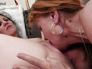 दादी युवा के साथ उसके समलैंगिक अनुभव बांटने