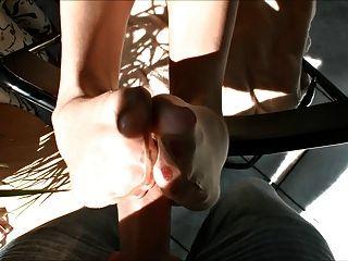 गर्म गोरा तन नली Footjob