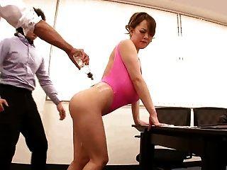 अविश्वसनीय विशाल स्तन के साथ एशियाई