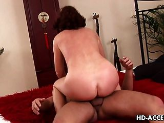 सेक्सी Esmeralda अच्छा है और मुश्किल टक्कर लगी है