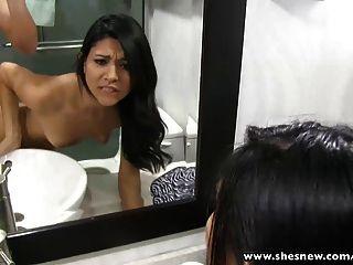 बाथरूम में मेरी प्रेमिका कमबख्त स्लिम ShesNew