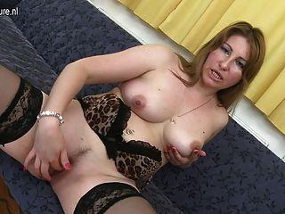 सेक्सी परिपक्व माँ एक अच्छा बकवास की जरूरत