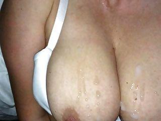 बड़े स्तन पर विशाल सह शॉट (धीमी गति)