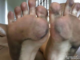 पैर की पूजा और पैर बुत शैतान के लिए गंदे पैर