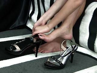 कई जूते पर पैर