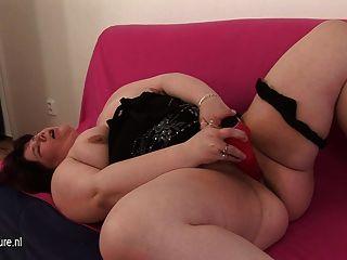 मोटी परिपक्व फूहड़ खुद के साथ खेल मां