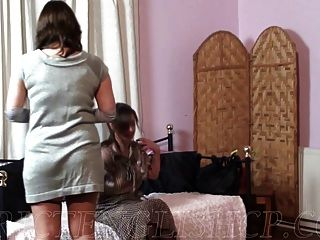 नहीं उनकी बेटी देर से आने के लिए spanked
