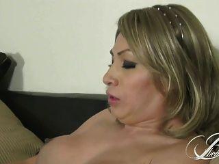 बेला सिनात्रा लट आदमी fucks