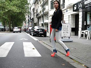 जूली Skyhigh: GML उच्च ऊँची एड़ी के जूते और जींस में फूहड़ चलने सार्वजनिक