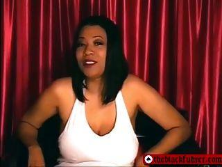 काले महिलाओं का दबदबा छोटे लिंग अपमान