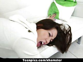 TeenPies - एशियाई कलिना Ryu टक्कर लगी है और jizz के साथ भरा