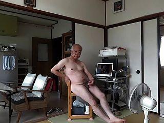 जापानी बूढ़े आदमी हस्तमैथुन लिंग खड़ा वीर्य प्रवाह