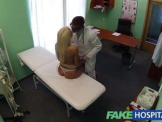FakeHospital डॉक्टरों सिफारिश सेक्सी गोरा भुगतान टी है